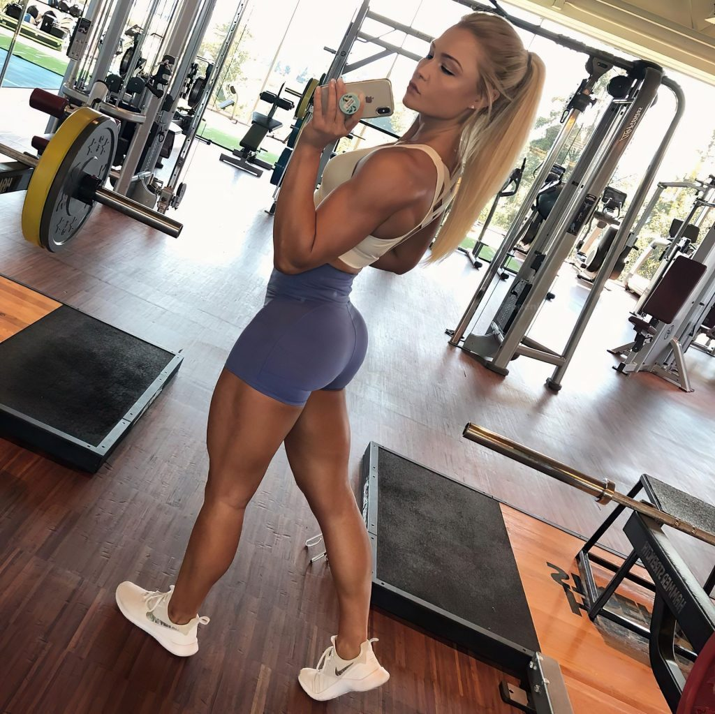 Sophia Thiel Sexy (9 Photos + Video)
