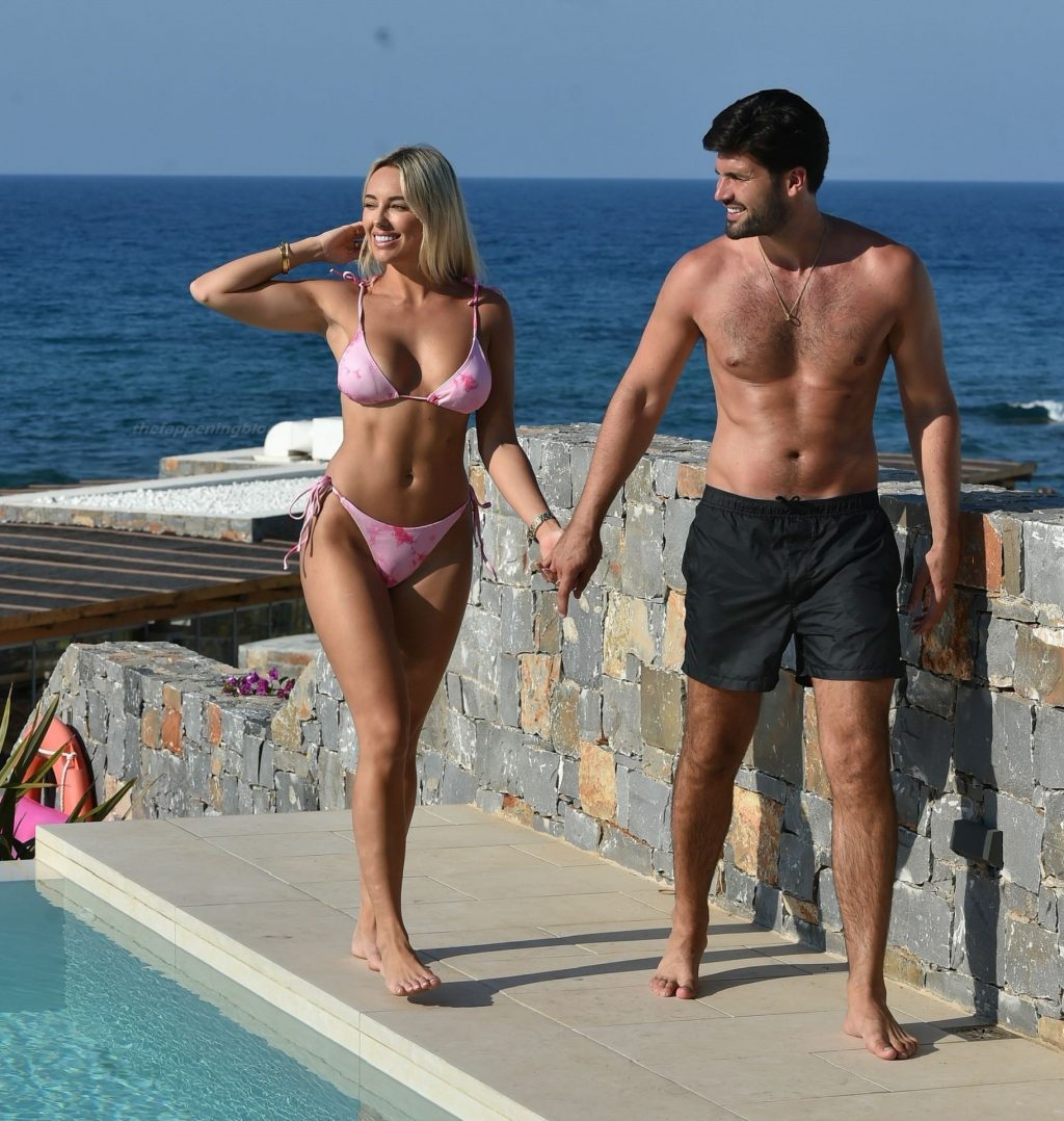 Amber Turner & Dan Edgar Relax by the Pool and Take Selfies During a Recent Holiday (12 Photos)