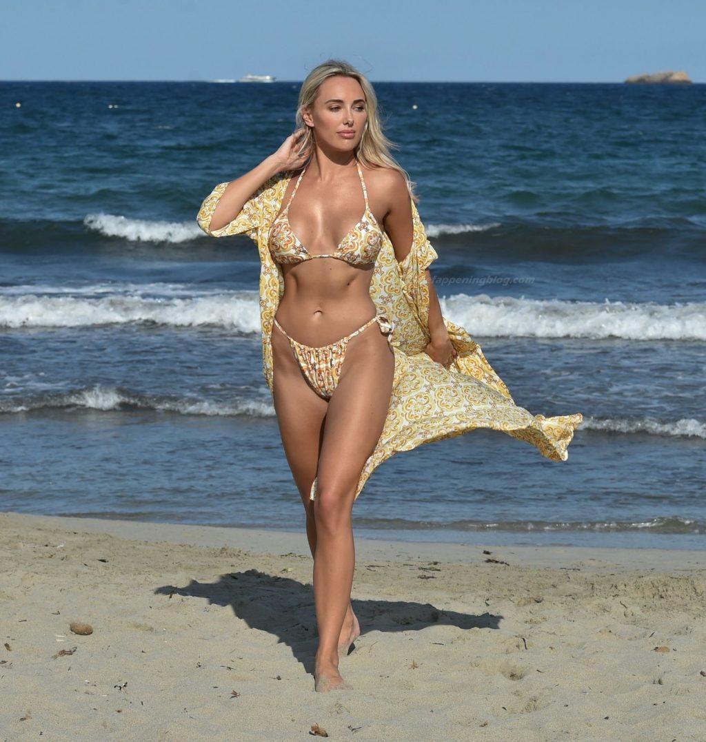 Amber Turner Enjoys a Walk Along the Beach During a Recent Break in Dubai (8 Photos)