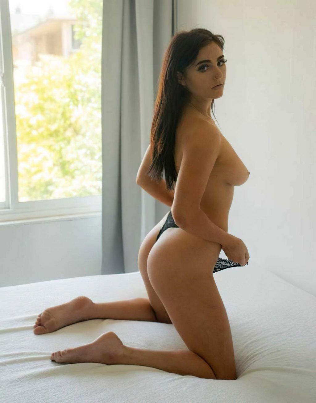 Anna Thompson Nude