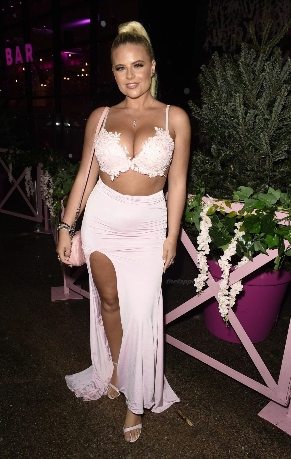 Apollonia Llewellyn Shows Off Her Boobs at the Event in Liverpool (15 Photos)