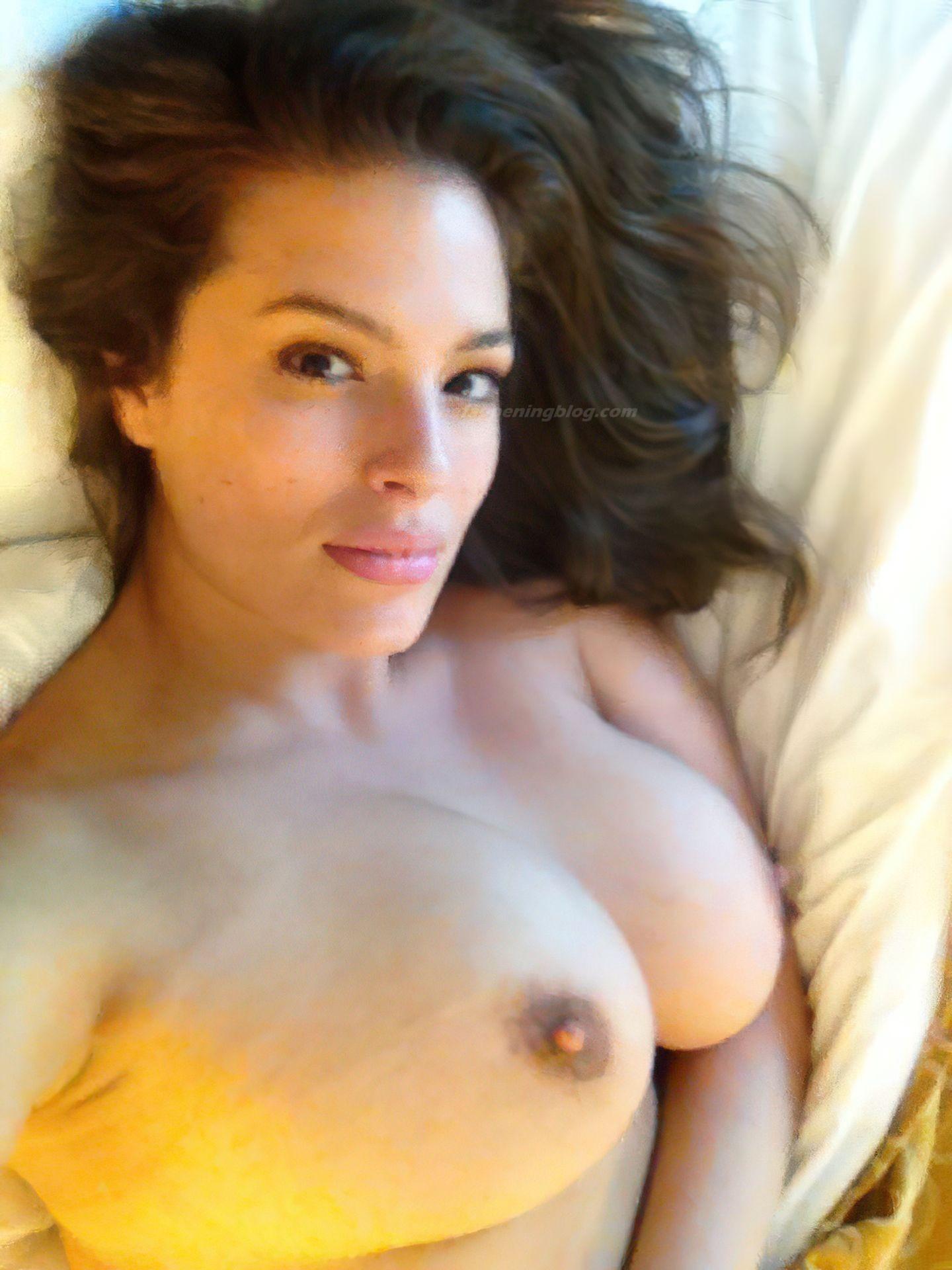 Ashley-Graham-Nude-Leaked-37-thefappenin