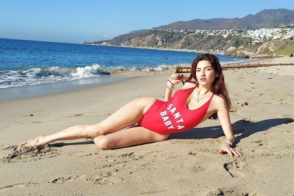 Blanca Blanco Does a Christmas Photoshoot on the Beach in Malibu (20 Photos)
