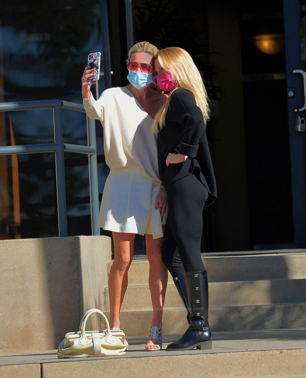 Braunwyn Windham-Burke Visits Beauty Salon After Being Spotted With Her New Girlfriend (7 Photos)