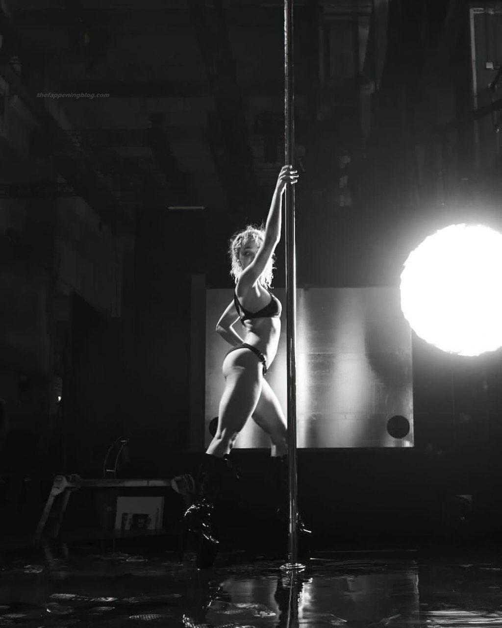 FKA Twigs Sexy & Topless (13 Photos)