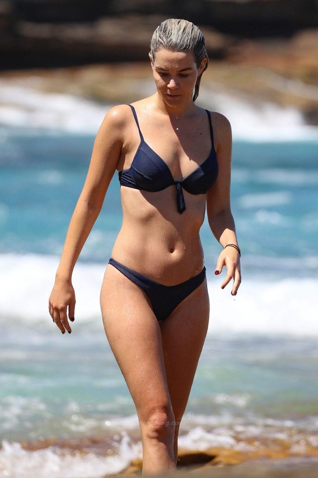 Helena Sauzier is Pictured at Tamarama Beach in Sydney (60 Photos)