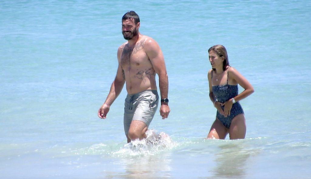 Locky Gilbert & Irena Srbinovska are Spotted at Leighton Beach (27 Photos)