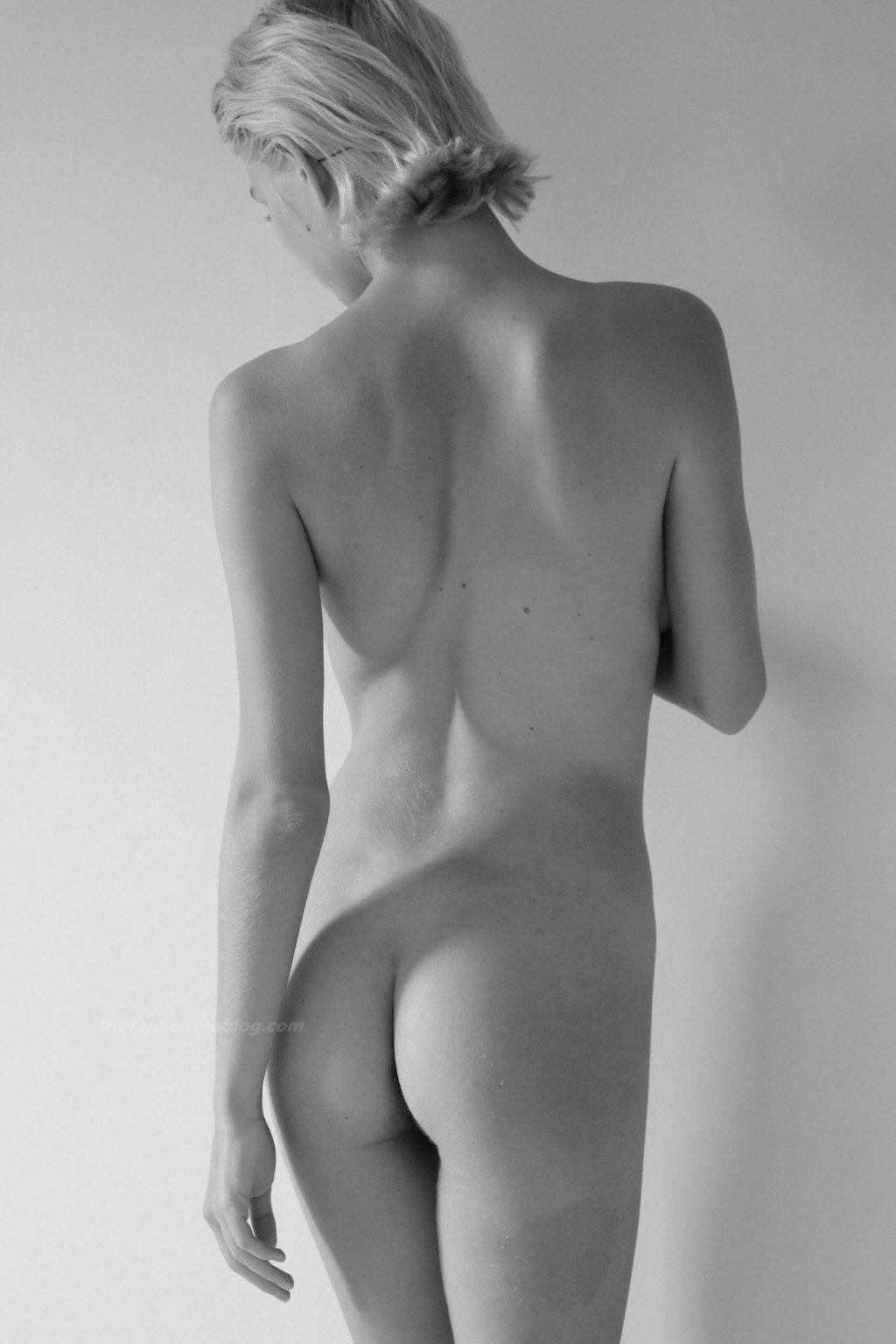 Julia Logacheva Nude (32 Photos)