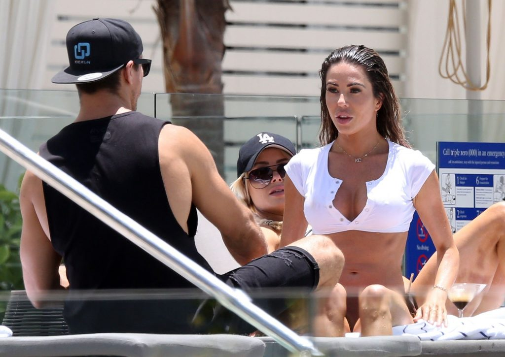KC Osborne Meets Up with Drew Brauer While Holidaying in Cairns (51 Photos)