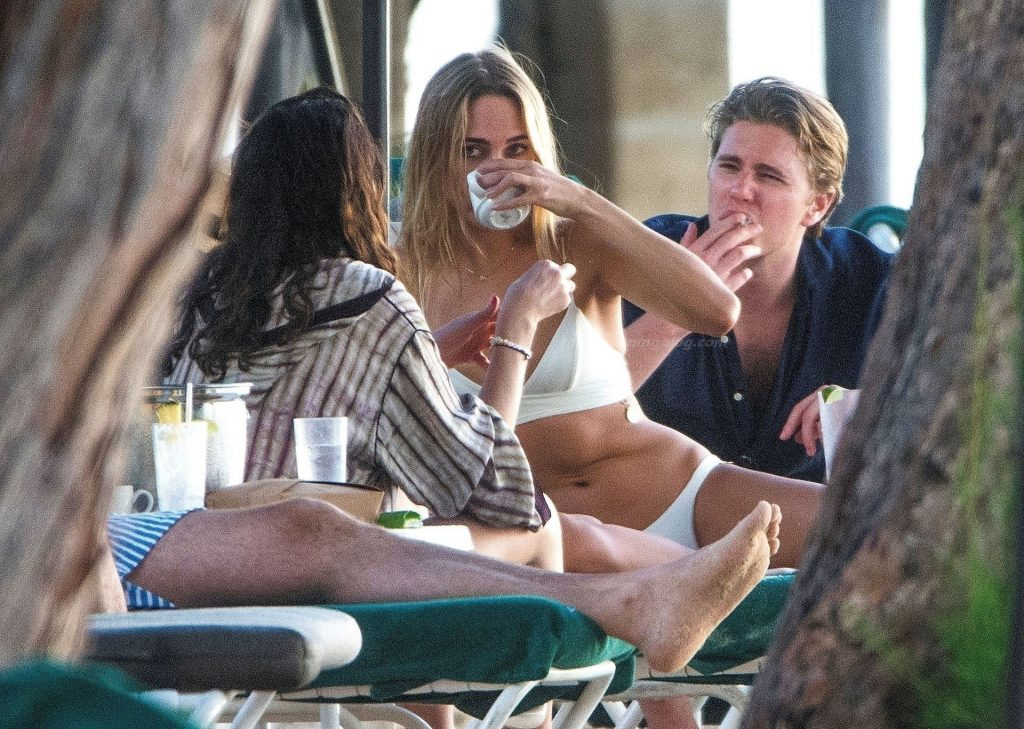 Kimberley Garner is Spotted on the Beach on Holiday in Barbados (55 Photos)