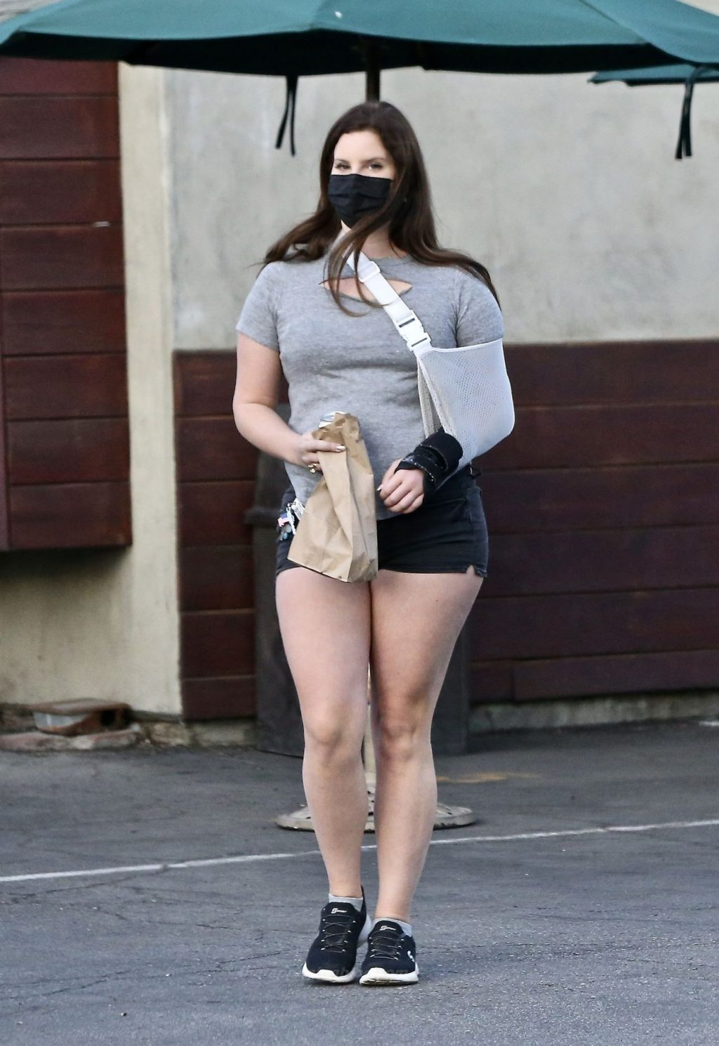Leggy Lana Del Rey Gets Tacos Before Heading to the Clinic (23 Photos)