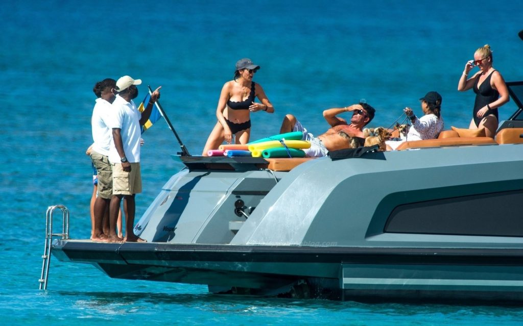 Simon Cowell & Lauren Silverman Are Spotted Out on Holiday in Barbados (20 Photos)