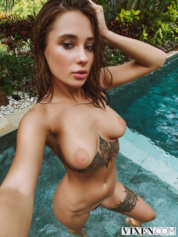 Sophie nackt Habboo Jamie Laing