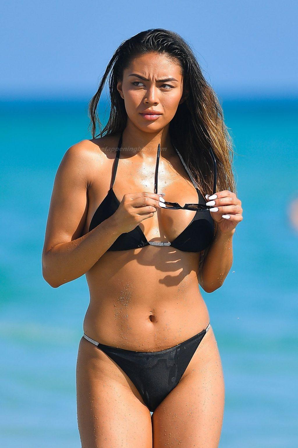 Montana Yao Shows Her Sexy Bikini Body on the Beach in Miami (55 Photos)
