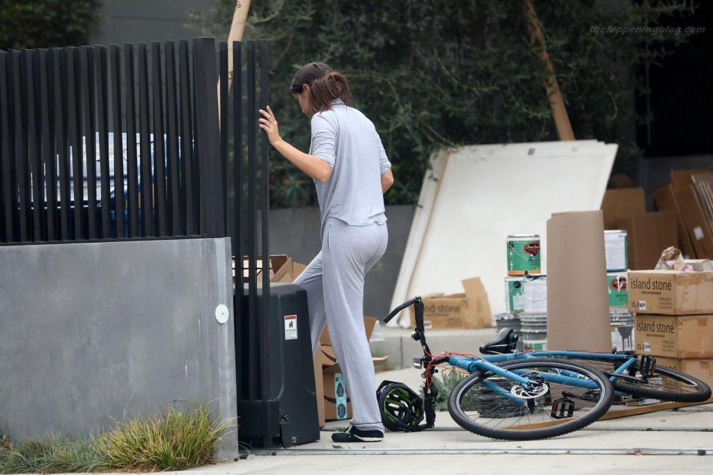 Sara Sampaio Cleans Her Garage Wearing Pajamas (15 Photos)