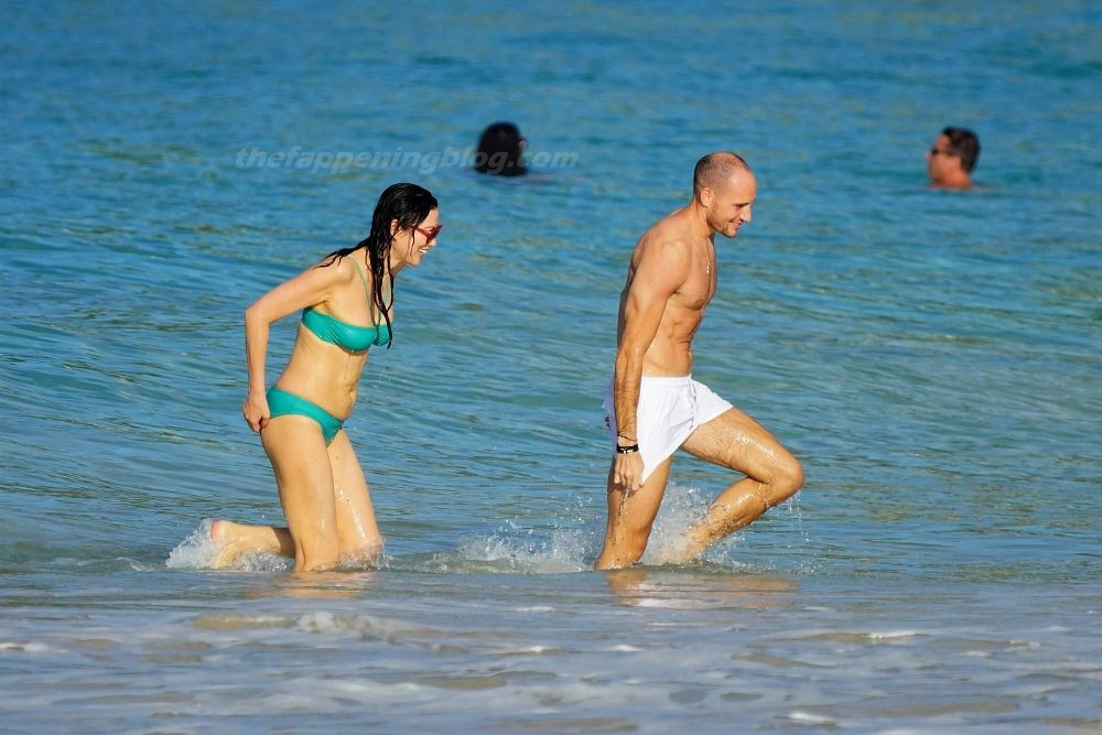 Wendi Deng and Her New Boyfriend Are Seen on the Beach in St Barts (32 Photos)