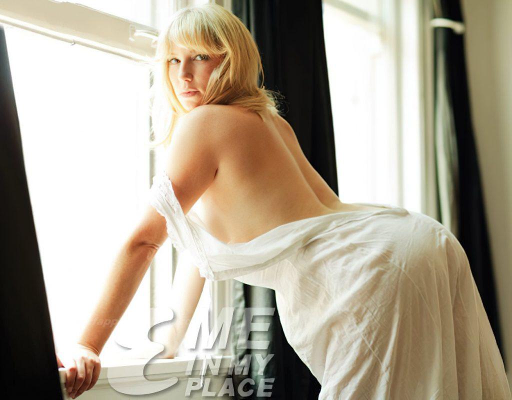 Ari Graynor See Through & Sexy (9 Photos)