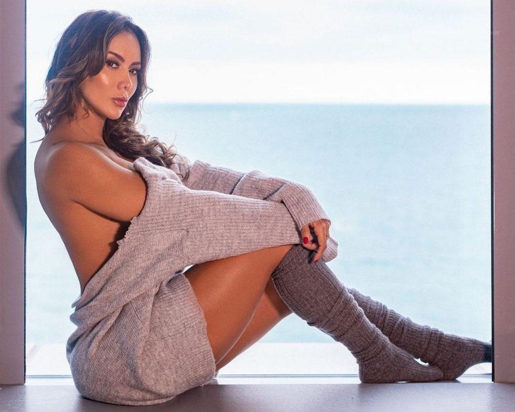 Sonia Isaza Nude & Sexy (12 Photos)