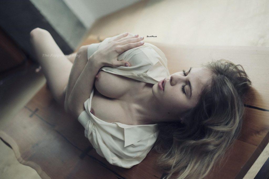 Alexandra Smelova Nude (22 Photos)