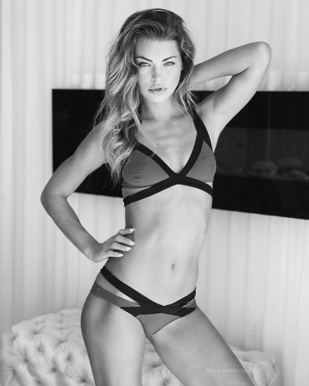 Anastasia Grik Sunbathes in Sunny Miami (23 Photos)