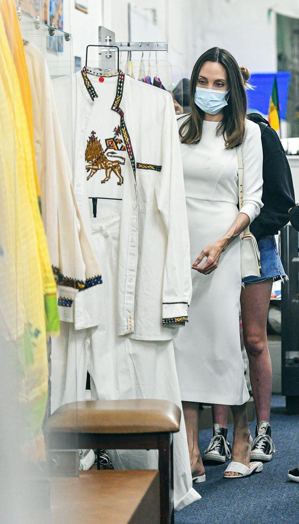 Angelina Jolie Shops at an Ethiopian Boutique Store in LA (73 Photos)