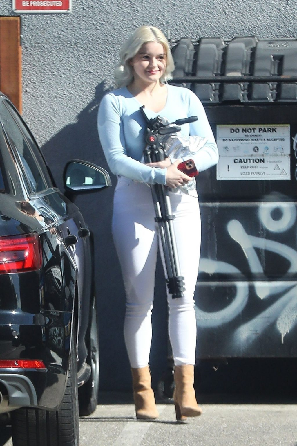 Ariel Winter Displays Her Platinum Blonde Hair and Sexy Butt While Out with Her Man (30 Photos)