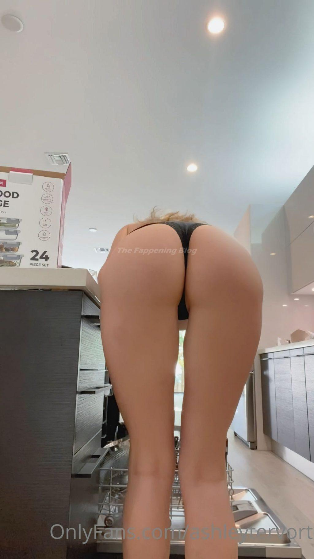 Ashley Tervort Sexy & Topless (14 Photos)