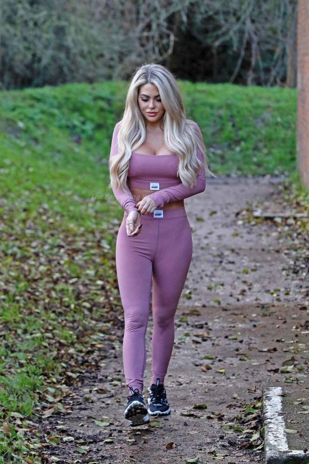 Bianca Gascoigne Displays Her Butt and New Boobs in Kent (9 Photos)