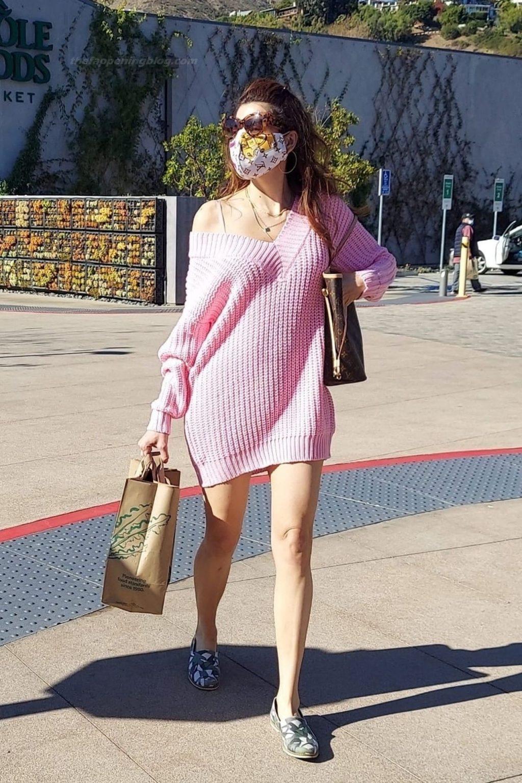 Leggy Blanca Blanco Kicks Back After Grocery Shopping in Malibu (15 Photos)