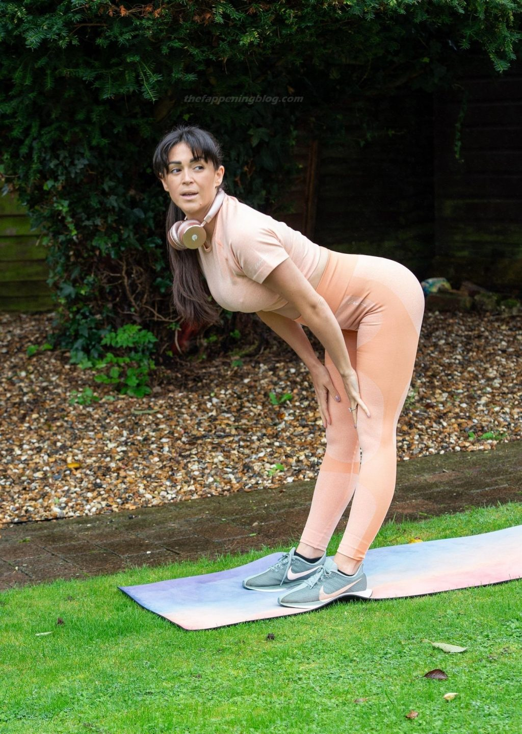 Casey Batchelor Shows Off Her Recent Weight Loss as She Exercises (9 Photos)