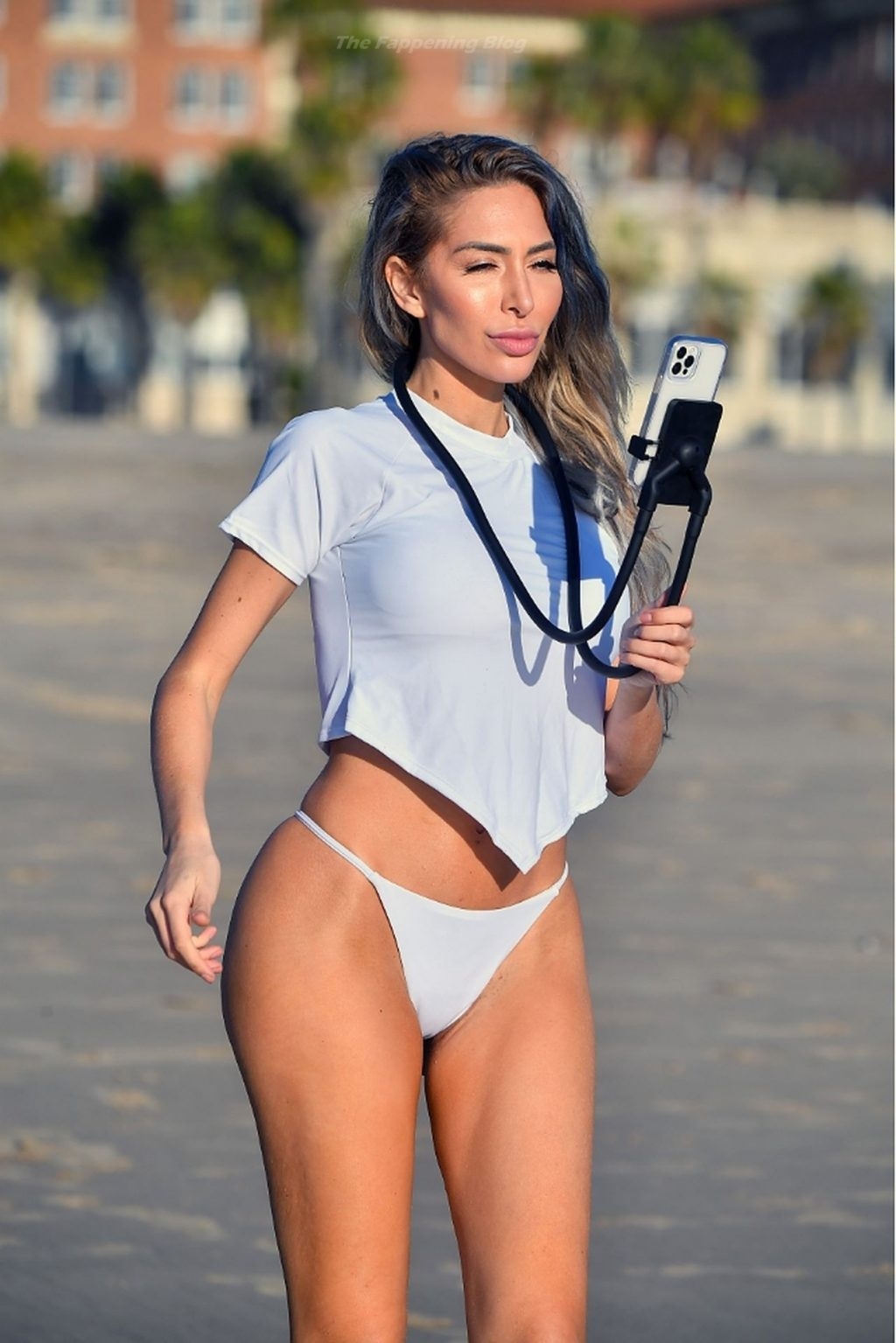 Farrah Abraham Makes the Most of a Sunny Day and Hits the Beach in Santa Monica (26 Photos)