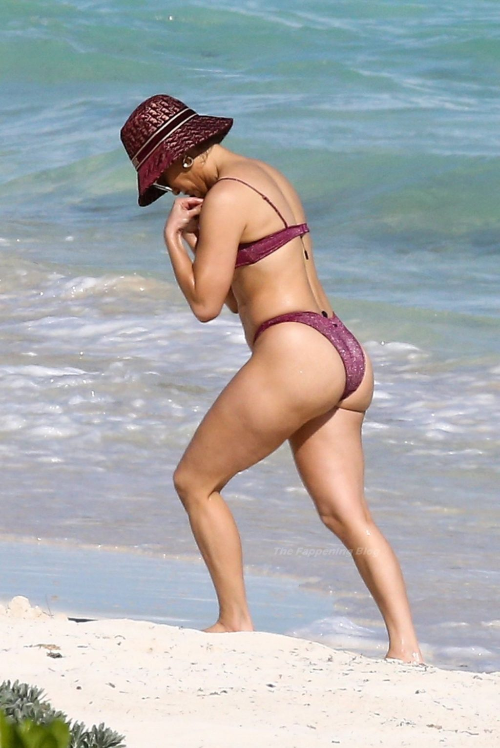 Jennifer Lopez Looks Hot in a Bikini While Pictured with Alex Rodriguez on the Beach (31 Photos)