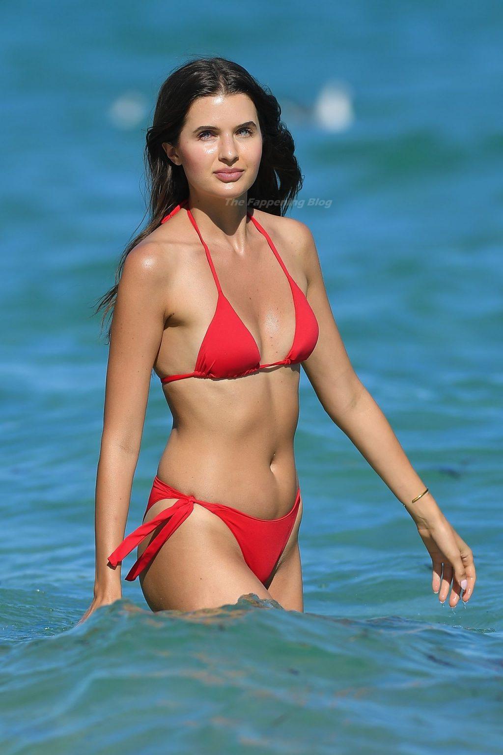 Jessica Markowski Shows Off Her Sexy Body in a Bikini (28 Photos)
