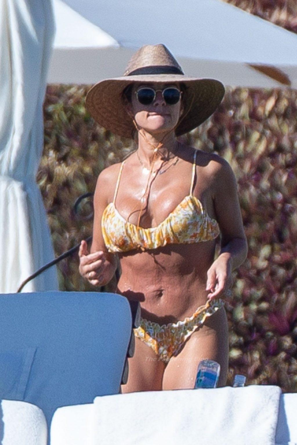 Jessie James Decker Displays Her Sexy Curves in Mexico (28 Photos)