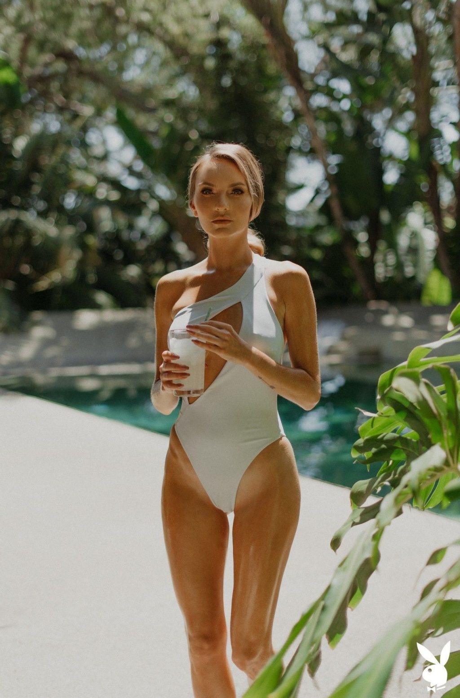 Jocelyn Binder Nude & Sexy – Secluded Getaway (33 Photos)