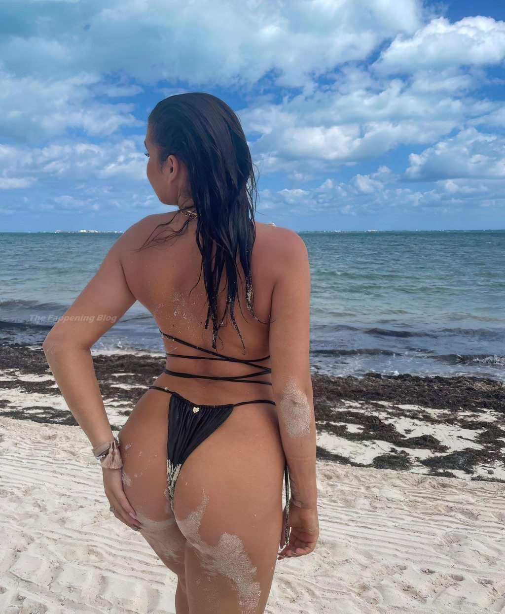 Kalani Hilliker Sexy (5 Photos)