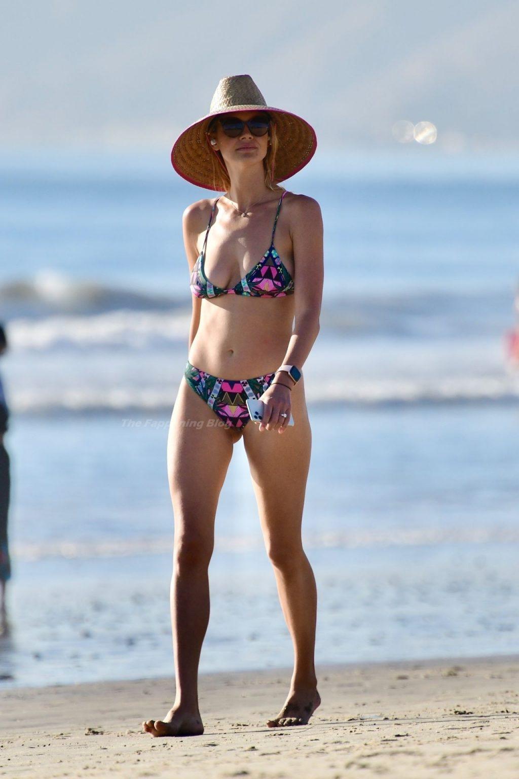 Kelly Rohrbach is Seen Enjoying a Beach Day (77 Photos)