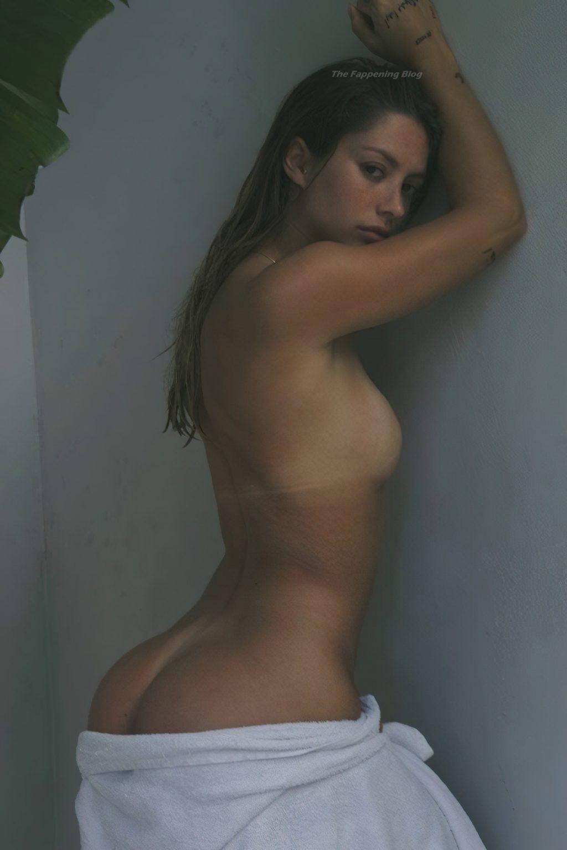 Pauline Tantot Nude (10 Photos)