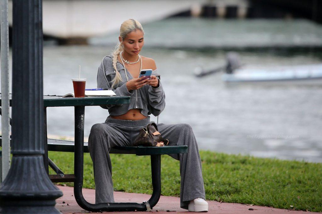 Sexy Pia Mia Grabs a Coffee in Miami (22 Photos)