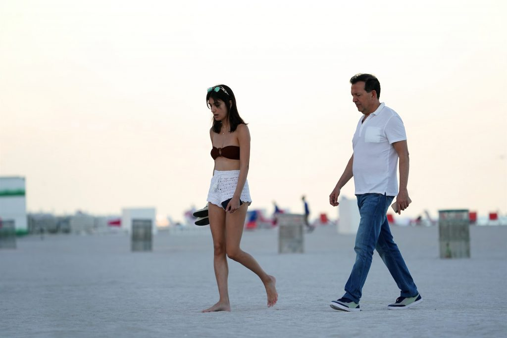 Samantha Cohen Escapes is Freezing NYC For a Beach Vacation in Miami (34 Photos)