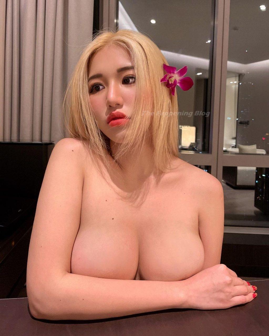 Siew Pui Yi Nude (8 Photos)
