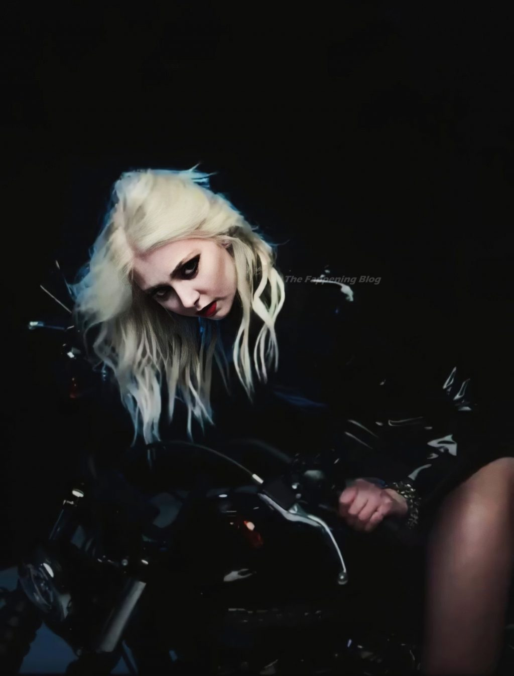 Taylor Momsen Nude & Sexy – Death By Rock And Roll (15 Photos)