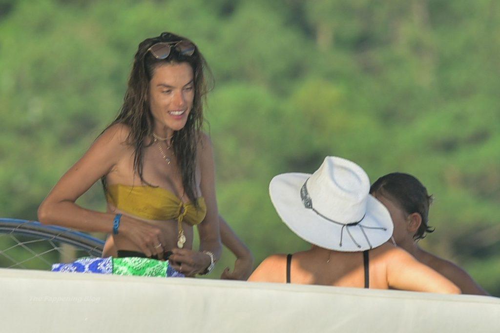 Alessandra Ambrosio Enjoys Her Last Vacation Day in Brazil (61 Photos)
