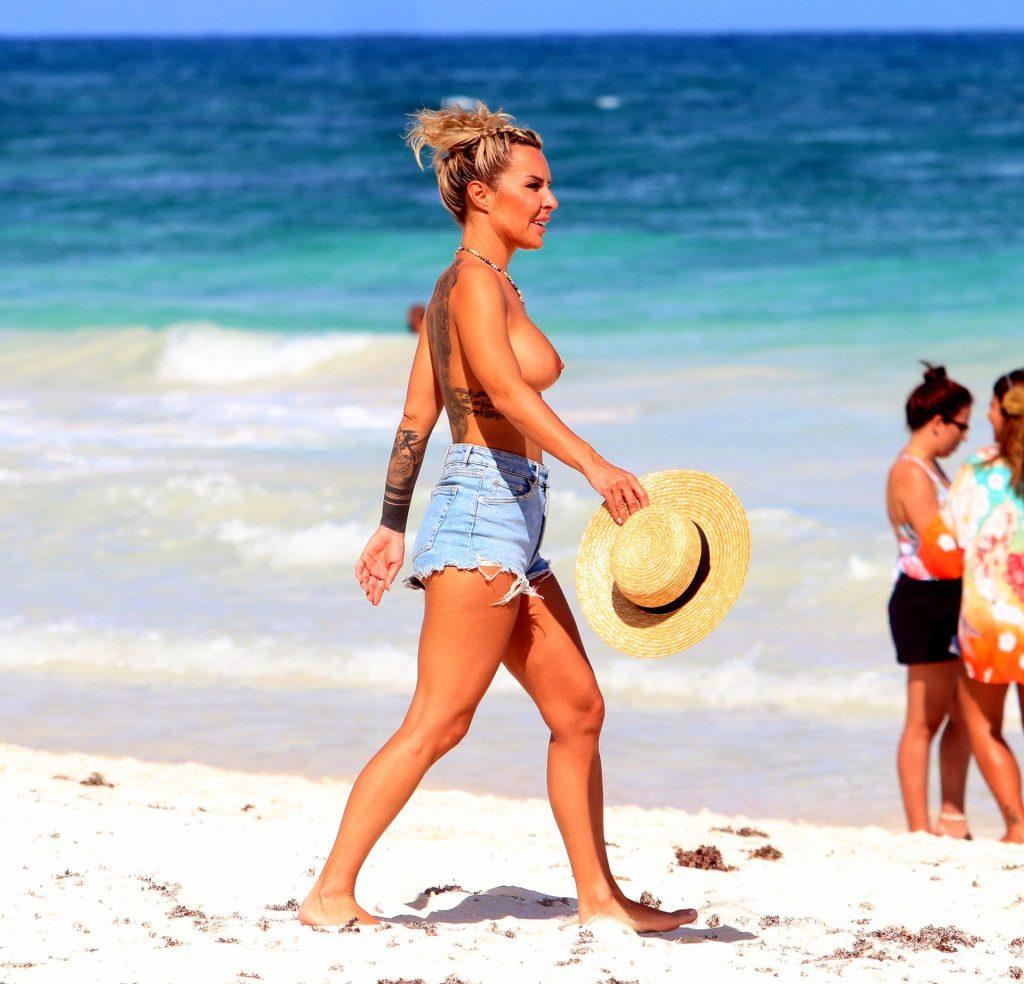Blanka Lipinska Shows Off Her Nude Tits Enjoying the Beach Day in Mexico (62 Photos)