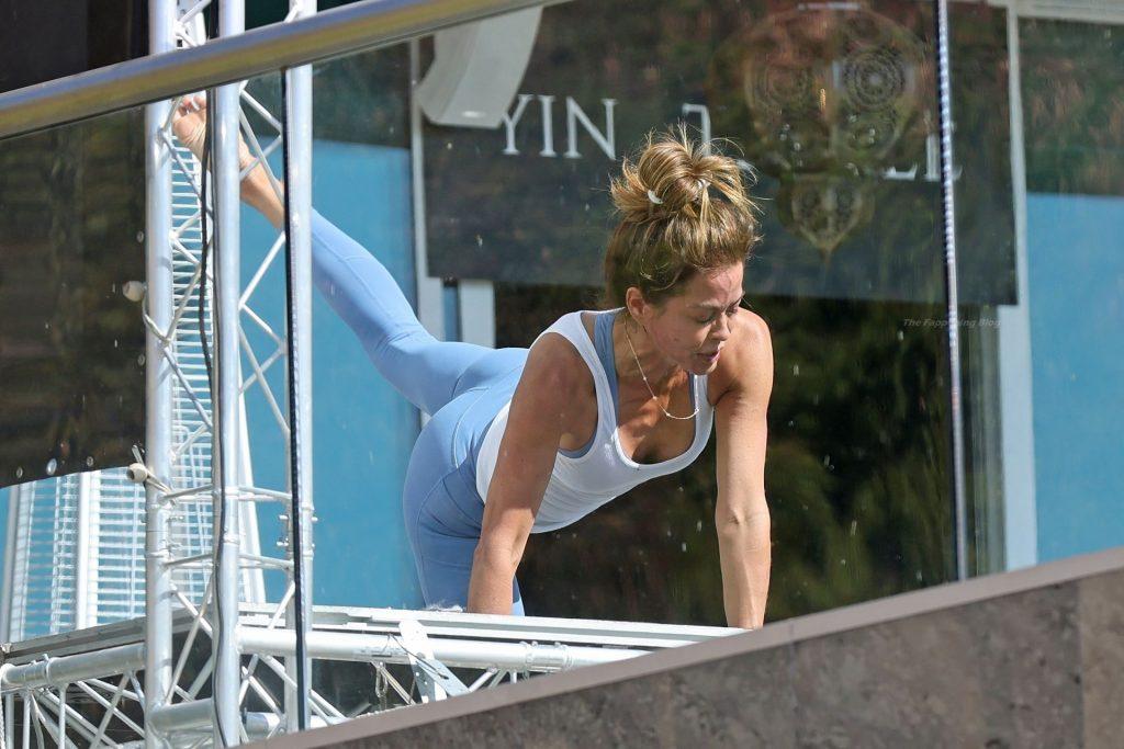 Brooke Burke Teaches a Workout Class in Malibu (17 Photos)