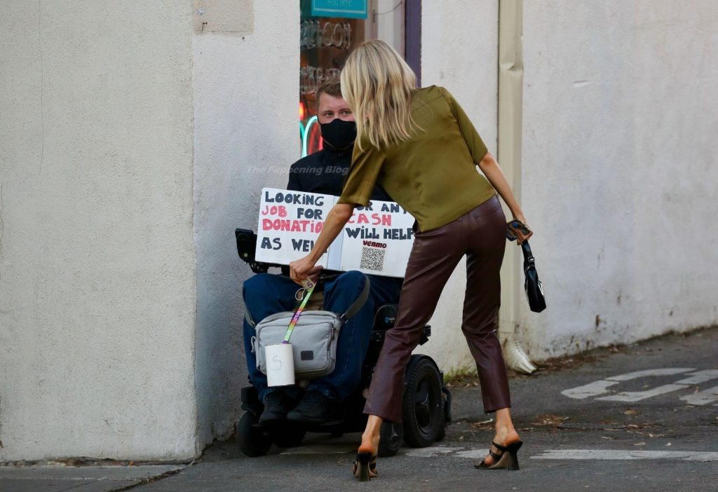 Charlotte McKinney Gives Money to a Homeless Man Before Dinner with Her Boyfriend (6 Photos)