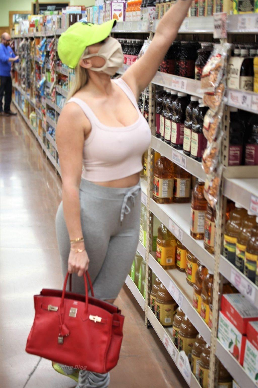 Claudia Fijal Looks Casual at Trader Joe's (3 Photos)