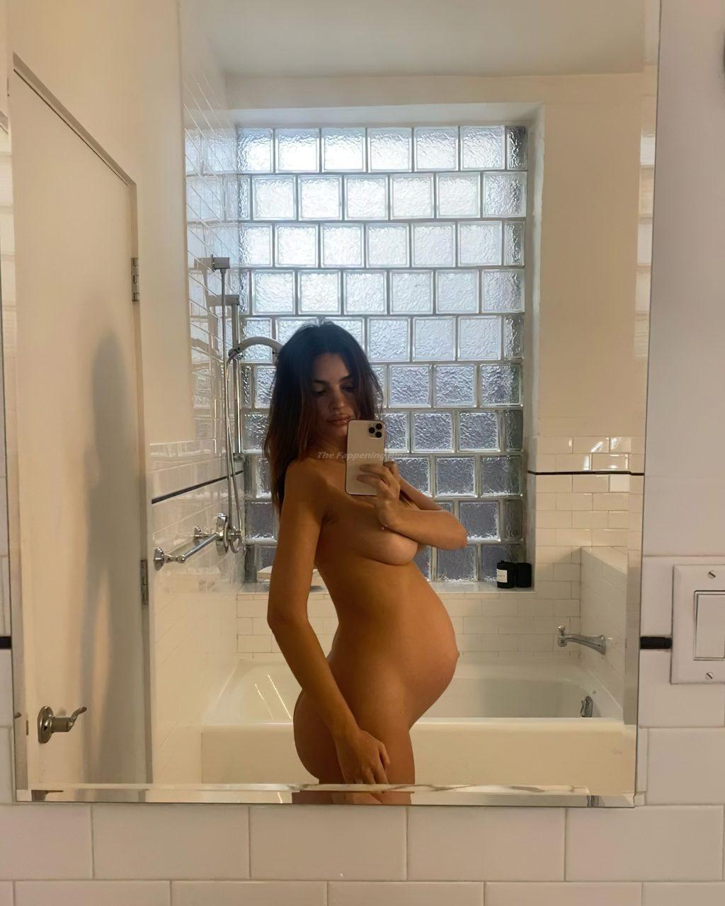 Pregnant Emily Ratajkowski Poses Naked (5 Photos)