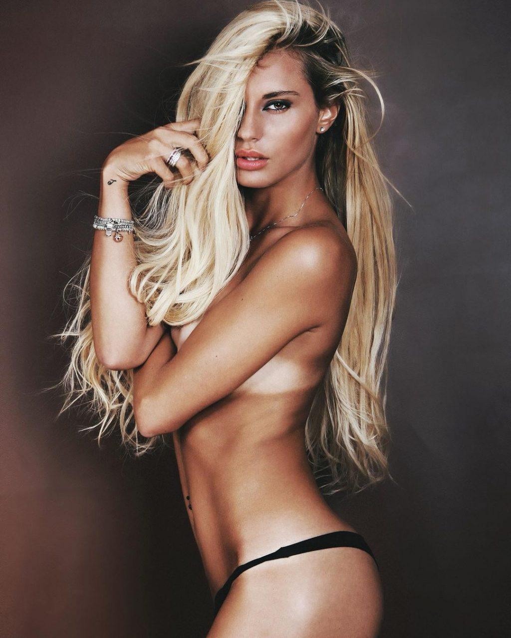 Francesca Brambilla Topless (6 Photos)
