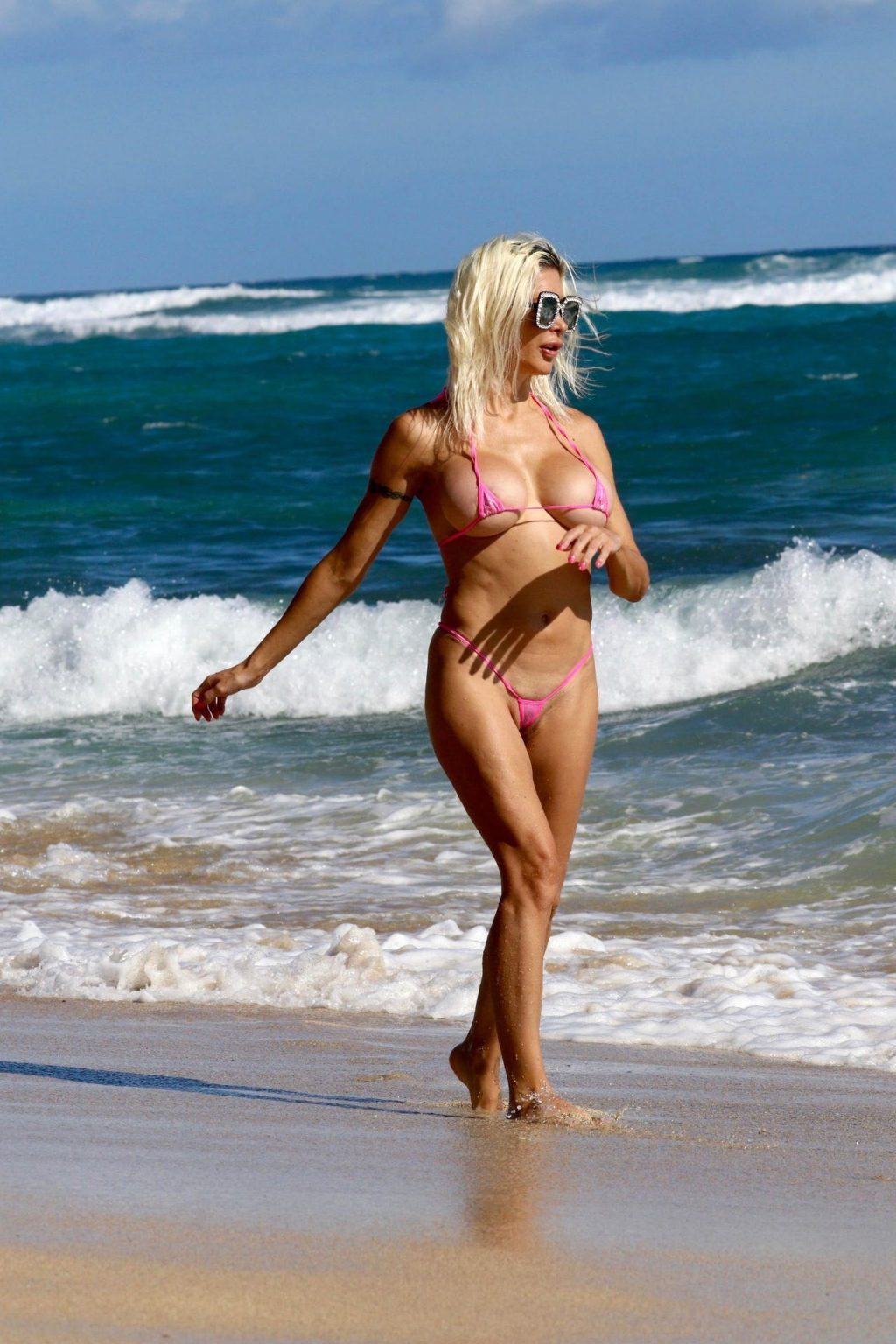 Frenchy Morgan Poses in a Bikini and Shows Her Nude Boobs on the Beach (10 Photos)
